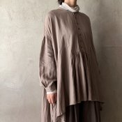 <img class='new_mark_img1' src='https://img.shop-pro.jp/img/new/icons13.gif' style='border:none;display:inline;margin:0px;padding:0px;width:auto;' />suzuki takayuki broad blouse(スズキタカユキ ブロードブラウス)Grey