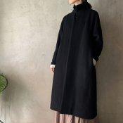 <img class='new_mark_img1' src='https://img.shop-pro.jp/img/new/icons13.gif' style='border:none;display:inline;margin:0px;padding:0px;width:auto;' />suzuki takayuki stand-fall-collar coat�(スズキタカユキ スタンドフォールカラーコート�)Black