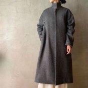 <img class='new_mark_img1' src='https://img.shop-pro.jp/img/new/icons13.gif' style='border:none;display:inline;margin:0px;padding:0px;width:auto;' />suzuki takayuki stand-fall-collar coat�(スズキタカユキ スタンドフォールカラーコート�)Grey