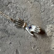 【期間限定販売】momocreatura Hand Necklace Sapphire(ハンドネックレス 燻しシルバー×サファイア)