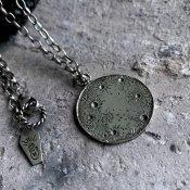 【期間限定販売】momocreatura Moon&Sun Reversible Disc Necklace(月×太陽 リバーシブル ネックレス 燻しシルバー)