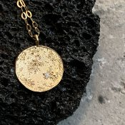 【期間限定販売】momocreatura Moon Disc Necklace 9KYG×Diamond(ムーンネックレス 9K金無垢×ダイヤモンド)