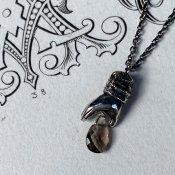 【期間限定販売】momocreatura Gentleman's Hand Necklace Smoky Quartz(スモーキークォーツを持つ男性の手 ネックレス 燻しシルバー)