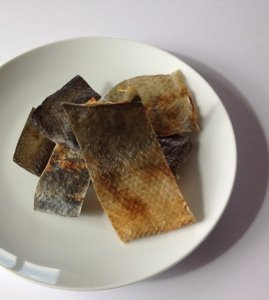 鮭皮(カット) 100g