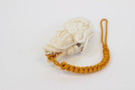 岡林秀豊作 龍彫り根付 シナ海産白珊瑚
