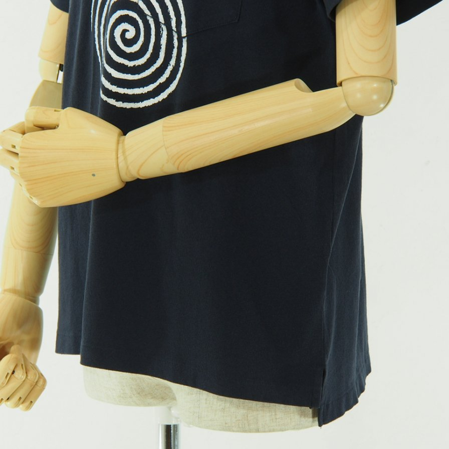 Engineered Garments エンジニアドガーメンツ - Printed Cross Crew Neck T shirt - Spiral - Navy