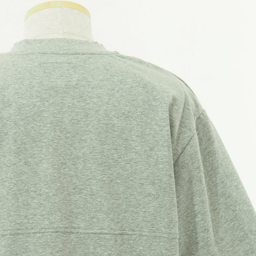 STILL BY HAND - Boxy Silhouette T-Shirt - Heather Grey