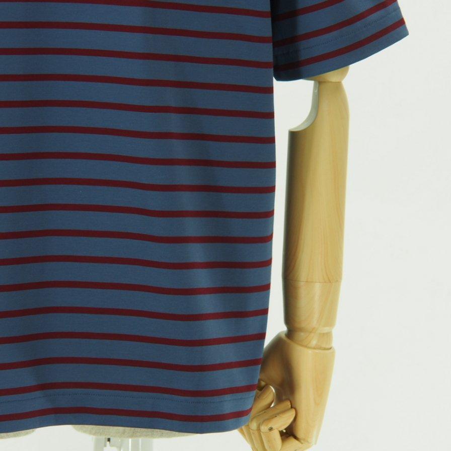STILL BY HAND - Single Rib Relax T-Shirt - Blue / Wine Border