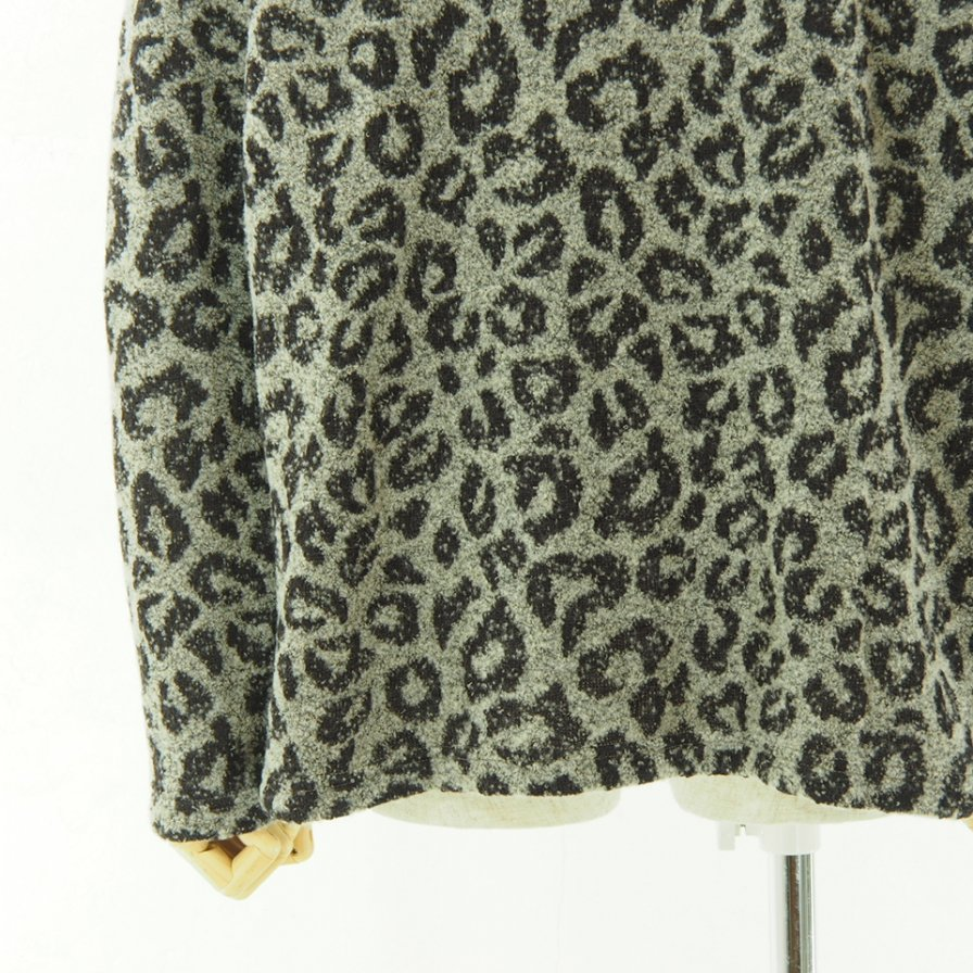 Needles ニードルズ - V Neck Cardigan - Leopard Knit Jq. - Grey