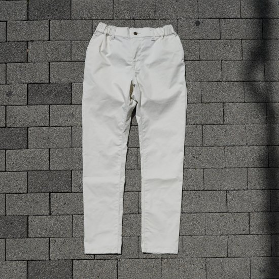 <img class='new_mark_img1' src='https://img.shop-pro.jp/img/new/icons1.gif' style='border:none;display:inline;margin:0px;padding:0px;width:auto;' />Skinny Pants Ivory