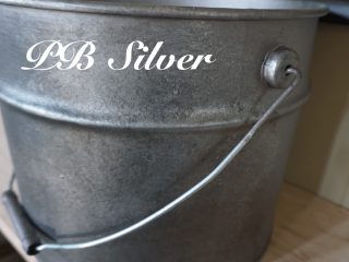 鉛のような鈍い輝きのインダストリアル感漂う「PB Silver/PBシルバー」