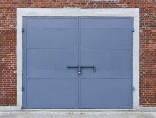 鉄の扉の塗り方