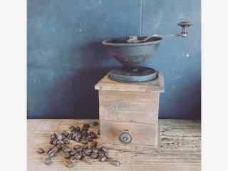 100均グッズを使って本物そっくりなアンティークコーヒーミルを作った事例