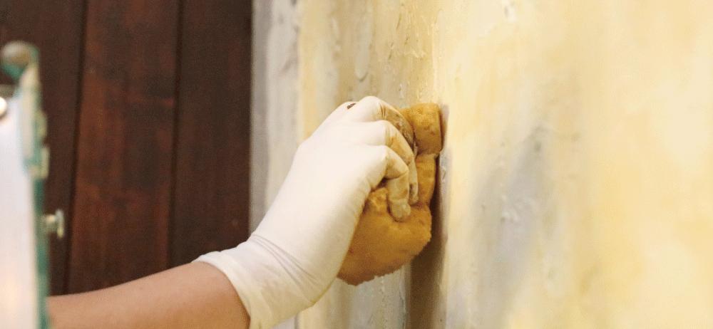 何色も重ねることで塗りつぶしでは表現できない、 何十年もそこにあるような深みのある壁を作ることが出来ます。