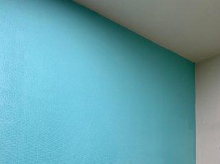 キッチンの壁を一面だけ塗り替えてお洒落に!