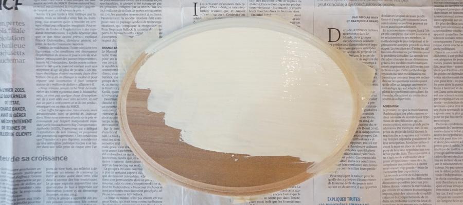 白のベースを塗る