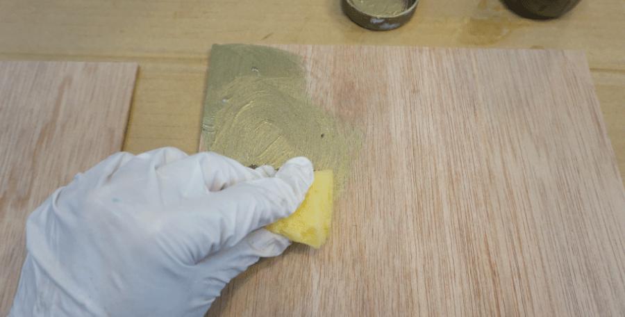 木の板に塗る