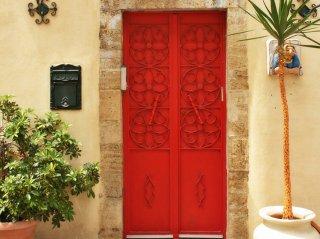 何かを塗ってある扉の塗り方