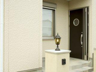 建売住宅などの新建材ドアの塗り方