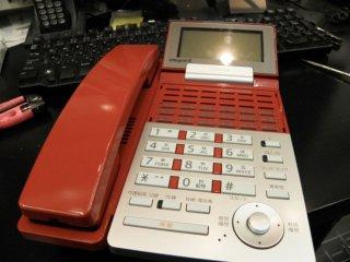 デスク用品もおしゃれに!電話をお好みの色に塗り替えてみませんか?