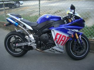 YZF-R1<br />ドッグファイト<br />マフラー<br />