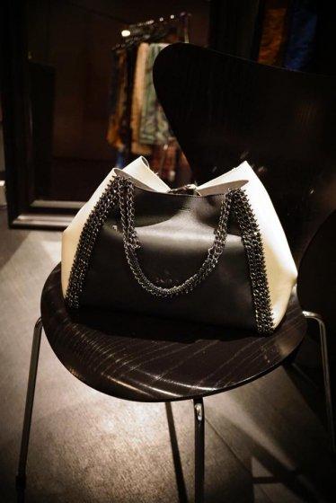 de Couture(デクチュール)チェーンレザートートバッグMサイズ  Black/White[D14]1点物!