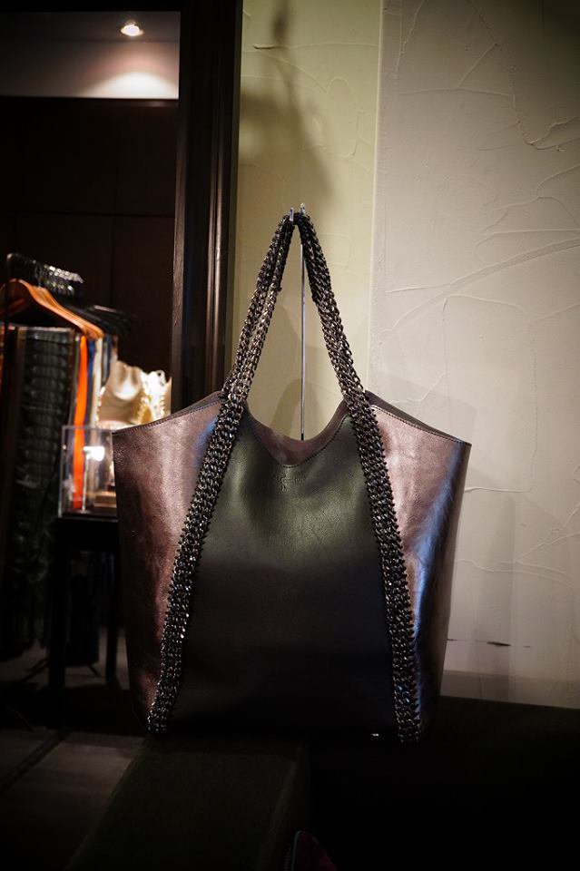 de Couture(デクチュール)チェーントートバッグ Black&Metalic Silver[D18 L Size]ラスト1点