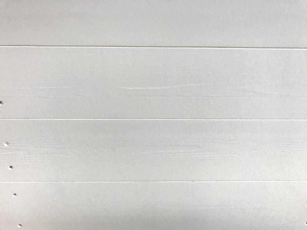 木製レジ台・レジカウンター_マガジンラック付_ガラス天板_幅150cm×奥行60cm×高さ90cm_ミルキーホワイト(ニス仕上げ)_UN872MW