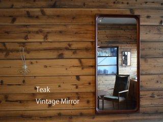 立体感のあるフレームが魅力的<br>チーク ヴィンテージミラー<br>teak vintage mirror 鏡