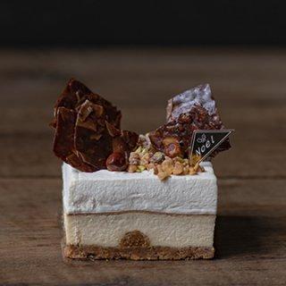 2020 白金店限定クリスマスケーキ カマンベールとマスカルポーネクリームの2層のチーズケーキハーフホール 配送不可【ご予約承り中!!】※12月23日-25日の期間中店頭販売しております