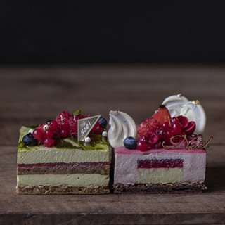 2020 白金店限定クリスマスケーキ2種のハーフホールケーキ 配送不可【ご予約承り中!!】※12月23日-25日の期間中店頭販売しております