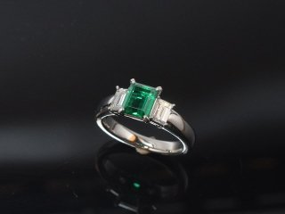 PT900 エメラルド・ダイヤモンドリング