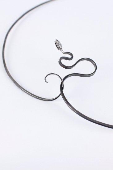 Le serpent noir  neck piece