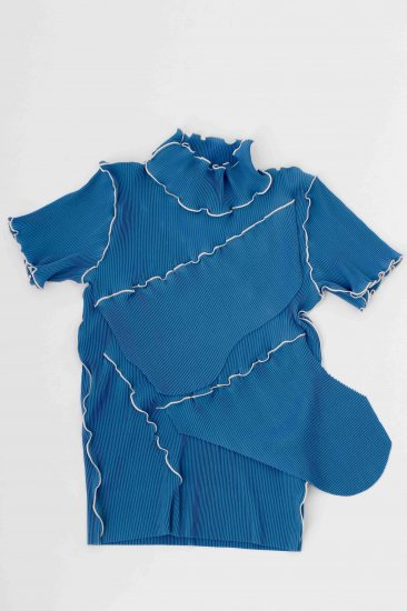 kotohayokozawa / pleats top (short-sleeve high neck)/blue
