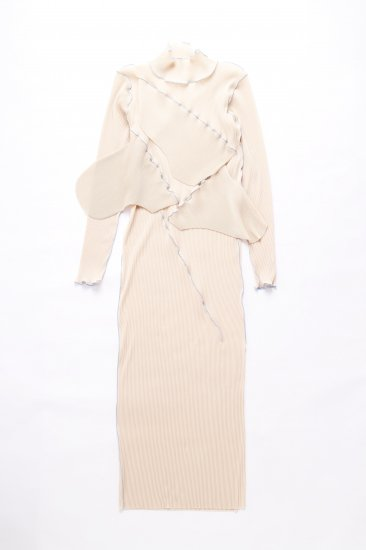 kotohayokozawa / pleats dress (long-sleeve high neck)/beige