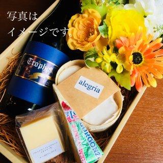 おまかせ季節のお花のアレンジメントとワインとチーズetc...のセット