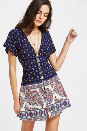 <img class='new_mark_img1' src='https://img.shop-pro.jp/img/new/icons20.gif' style='border:none;display:inline;margin:0px;padding:0px;width:auto;' />Florals Deep V Neck Split Sleeve Dress