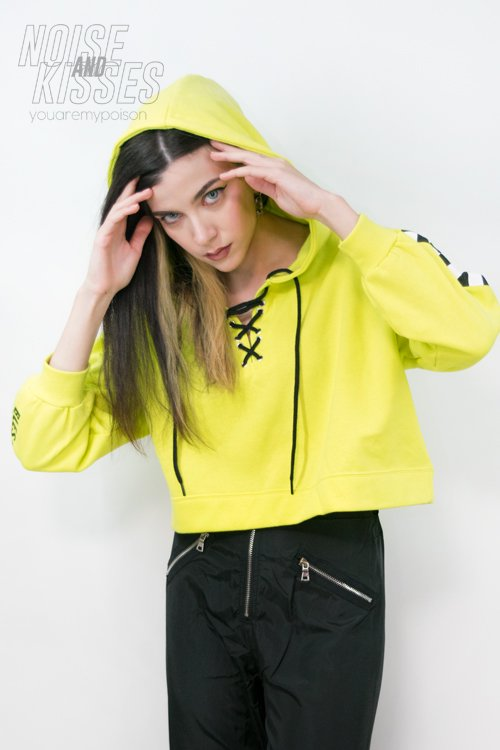<img class='new_mark_img1' src='https://img.shop-pro.jp/img/new/icons8.gif' style='border:none;display:inline;margin:0px;padding:0px;width:auto;' />Checker Sleeve Lace Up Hoodie (Lime)