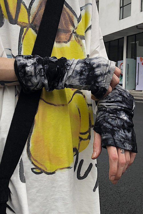 <img class='new_mark_img1' src='https://img.shop-pro.jp/img/new/icons56.gif' style='border:none;display:inline;margin:0px;padding:0px;width:auto;' />Tie Dye Arm Cover (Black)