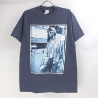 (L) カートコバーン (BUS PHOTO) ニルヴァーナ  Tシャツ (新品)【メール便可】