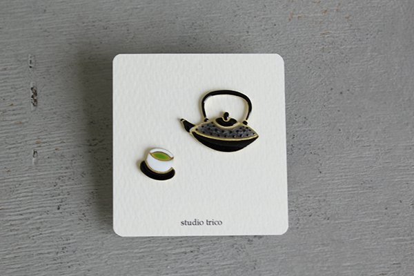 studio trico /ふるやともこ ピンブローチ お茶と鉄瓶