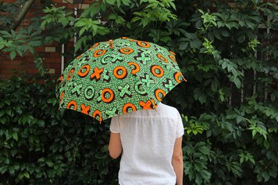 Sun mi サンミ 50cm × 8本骨 アフリカンバティック 晴雨兼用傘【UV&撥水加工】オレンジグリーンボタン