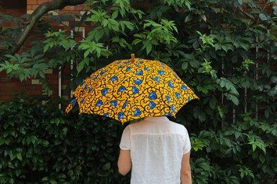 Sun mi サンミ 50cm × 8本骨 アフリカンバティック 晴雨兼用傘【UV&撥水加工】ブラックオレンジボタン
