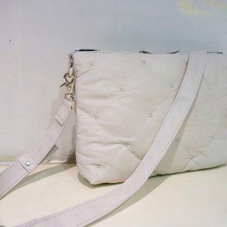 ISAMU KATAYAMA BACKLASH カンガルーレザー 中綿入りショルダーバッグ(239-01)WHT
