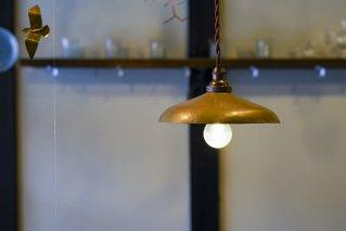 少し丸みのあるランプシェード