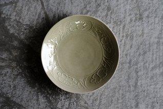 もえぎ 陽刻牡丹文5.5寸皿