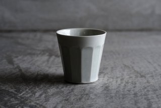 白磁面取りカップ