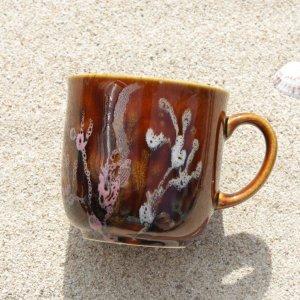 珊瑚コーヒーカップ 飴色 沖縄陶器やちむん Coral Flower Cup