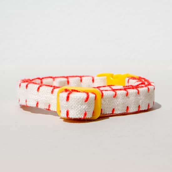 猫の首輪|赤いリネン