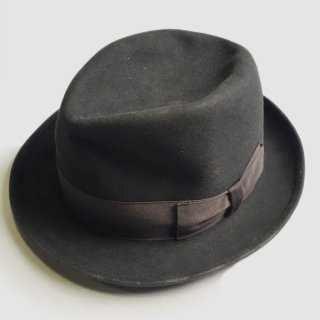 AVGVSTA HAT